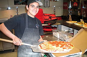 Vicinis Pizza male employee